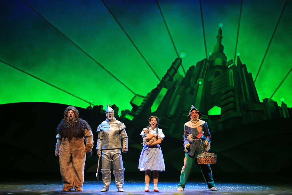 Chicago Theater Hosts Madison Square Garden S Wizard Of Oz